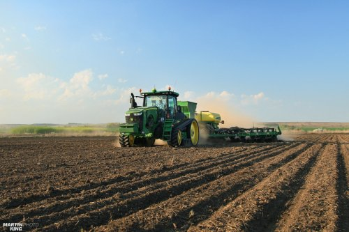 Spring Work 2017- Corn Planting  JOHN DEERE 8370 RT with the JOHN DEERE 1775 NT ExactEmerge 16Row Planter  more photos you can find also on  [url=https://www.flickr.com/photos/129661619@N08/]Flickr page[/url] | [url=https://www.facebook.com/DYNASTYphotography-204551272942391/]Facebook DYNASTYphotography[/url] | [url=https://www.instagram.com/lukaskralphoto/]instagram lukaskralphoto[/url] | [url=https://www.instagram.com/martin939king/]instagram martinking[/url]