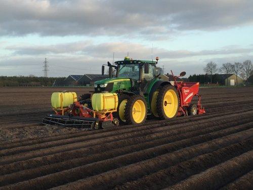Foto van een John Deere 6175R van Loon.. Geplaatst door 110-90pwrr op 07-05-2017 om 21:25:53, op TractorFan.nl - de nummer 1 tractor foto website.