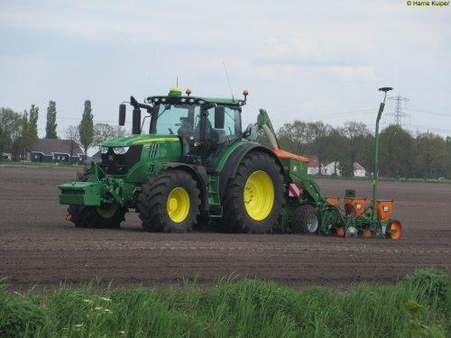 Foto van een John Deere 6175R, Nieuw-Weerdinge 9-5-2017. Geplaatst door oldtimergek op 09-05-2017 om 23:24:45, op TractorFan.nl - de nummer 1 tractor foto website.