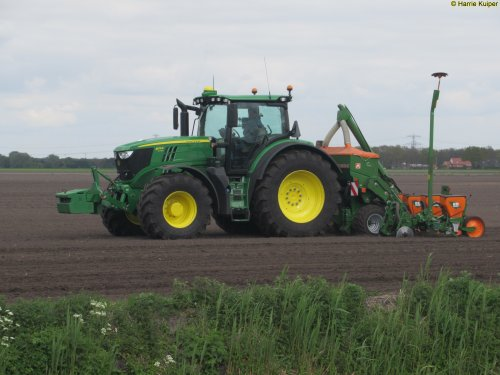 Foto van een John Deere 6175R, Nieuw-Weerdinge 9-5-2017. Geplaatst door oldtimergek op 09-05-2017 om 23:24:46, op TractorFan.nl - de nummer 1 tractor foto website.