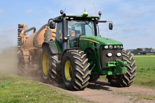 Kijk, daar heb je Loonbedrijf Vroege (Dalen) × met een John Deere 8345R.. Geplaatst door Teusvdmel op 11-05-2017 om 20:40:00, op TractorFan.nl - de nummer 1 tractor foto website.