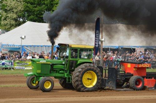 Foto van een John Deere 4620. Geplaatst door Mike_Valtra op 21-05-2017 om 21:42:26, op TractorFan.nl - de nummer 1 tractor foto website.