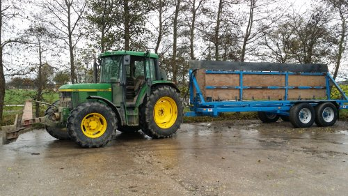 John deere 6410 aan het wortels rijden. Geplaatst door stefanvw12 op 26-06-2017 om 20:56:40, op TractorFan.nl - de nummer 1 tractor foto website.