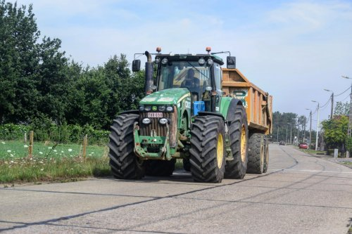 Croes met een John Deere 8530. Geplaatst door jd7920 op 07-07-2017 om 16:32:05, op TractorFan.nl - de nummer 1 tractor foto website.