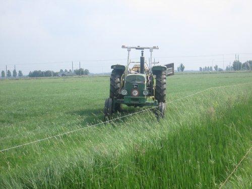 Foto van een John Deere 1030. Geplaatst door John deere 6100rc op 08-07-2017 om 13:38:18, op TractorFan.nl - de nummer 1 tractor foto website.