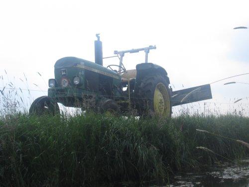 Foto van een John Deere 1030. Geplaatst door John deere 6100rc op 08-07-2017 om 13:38:19, op TractorFan.nl - de nummer 1 tractor foto website.