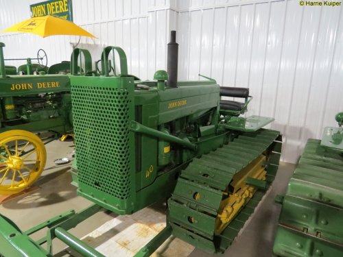 Foto van een John Deere 40  ,Canadian Tractor museum in Westlock ( Alberta ). Geplaatst door oldtimergek op 26-07-2017 om 23:39:29, op TractorFan.nl - de nummer 1 tractor foto website.