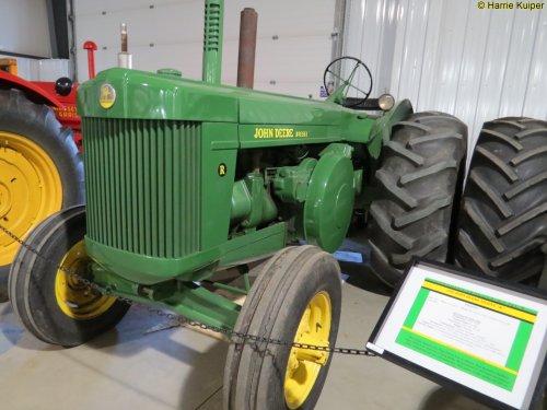 Foto van een John Deere R  ,Canadian Tractor museum in Westlock ( Alberta ). Geplaatst door oldtimergek op 28-07-2017 om 17:26:57, op TractorFan.nl - de nummer 1 tractor foto website.