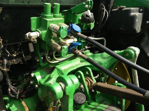 John Deere 5085M van JohnDeere5085