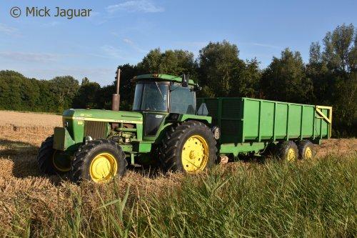 John Deere 4230 met zelfbouwkipper.. Geplaatst door Mick Jaguar op 16-08-2017 om 12:56:08, op TractorFan.nl - de nummer 1 tractor foto website.