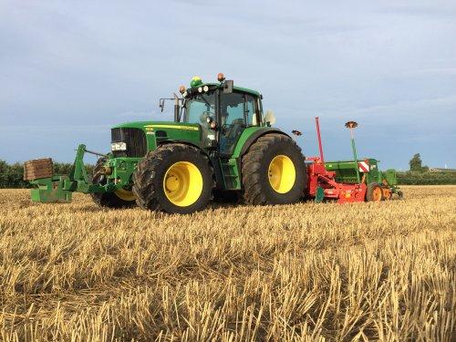Van week de John Deere 6530 Premium van Boom agriservices voor woel zaaicombinatie gehad.. Geplaatst door gerrit power op 20-08-2017 om 13:59:46, op TractorFan.nl - de nummer 1 tractor foto website.