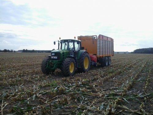 Foto van een John Deere 6930. Geplaatst door fendt716,311driver op 30-09-2017 om 21:21:54, op TractorFan.nl - de nummer 1 tractor foto website.