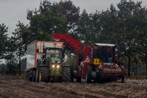 Van Oeckel aardappelen rooien. Geplaatst door jd7920 op 08-10-2017 om 23:30:03, met 3 reacties.