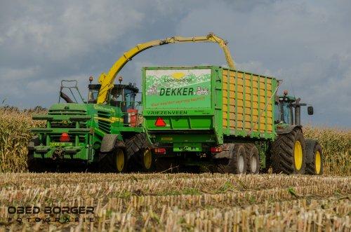 Loonbedrijf Dekker nog druk bezig in de maïs  Meer foto's op: https://www.obedborger.nl/foto-s/landbouw/  Obed Borger Fotografie