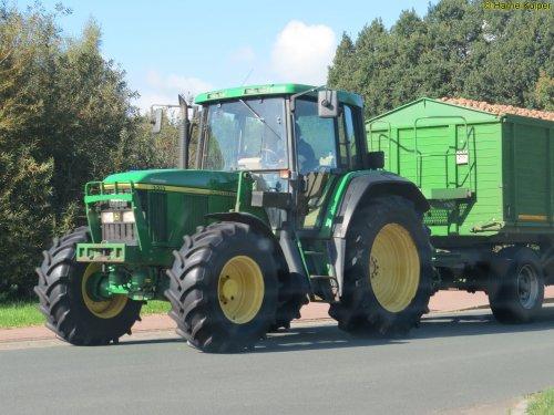 Foto van een John Deere 6510. Geplaatst door oldtimergek op 17-10-2017 om 22:39:01, op TractorFan.nl - de nummer 1 tractor foto website.