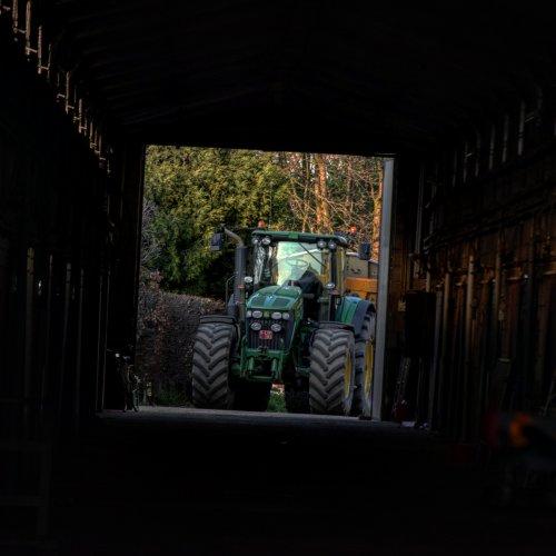 Foto van een John Deere 7830. Geplaatst door jd7920 op 08-11-2017 om 07:19:22, op TractorFan.nl - de nummer 1 tractor foto website.