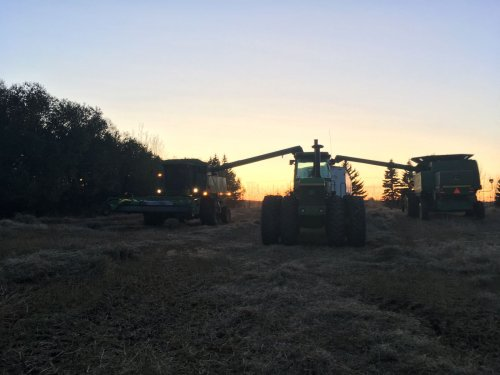 Foto van een John Deere 8630. Geplaatst door janihc op 19-11-2017 om 21:33:08, op TractorFan.nl - de nummer 1 tractor foto website.