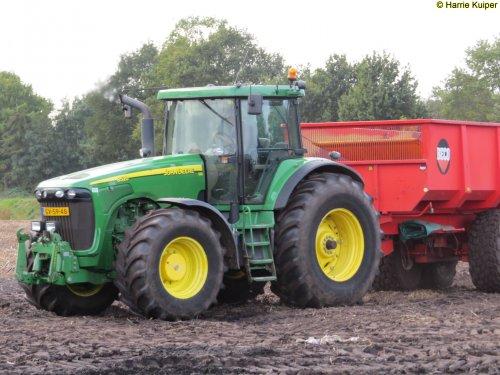 Hier zie je Landgoed Scholtenszathe (Klazienaveen-Noord) × met een John Deere 8520.. Geplaatst door oldtimergek op 20-11-2017 om 15:02:52, op TractorFan.nl - de nummer 1 tractor foto website.