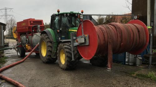 Foto van een John Deere 7530 Premium mest overpompen. Geplaatst door gele velgen op 22-11-2017 om 20:52:46, op TractorFan.nl - de nummer 1 tractor foto website.