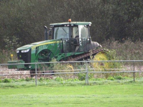 Foto van een John Deere 8370RT. Geplaatst door jans-eising op 25-11-2017 om 20:26:38, op TractorFan.nl - de nummer 1 tractor foto website.