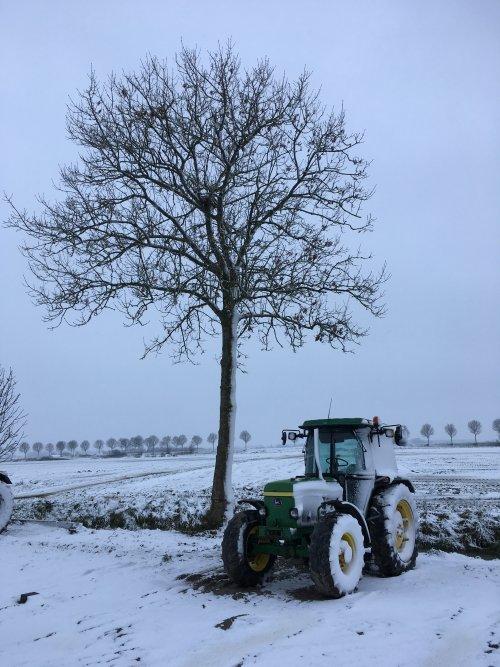 Foto van een John Deere 2650. Geplaatst door mf-6265 op 11-12-2017 om 19:58:26, op TractorFan.nl - de nummer 1 tractor foto website.