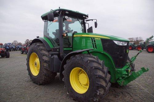 Foto van een John Deere 7280R. Geplaatst door jans-eising op 12-12-2017 om 18:39:20, op TractorFan.nl - de nummer 1 tractor foto website.