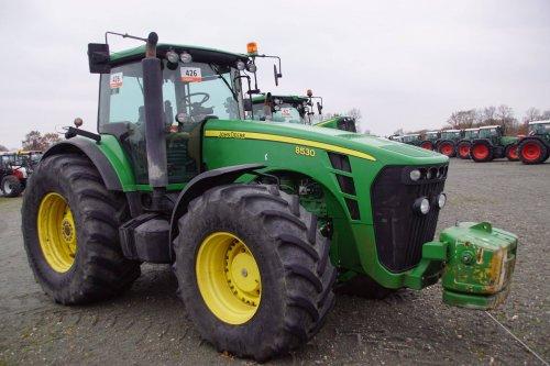 Foto van een John Deere 8530. Geplaatst door jans-eising op 13-12-2017 om 18:24:34, op TractorFan.nl - de nummer 1 tractor foto website.