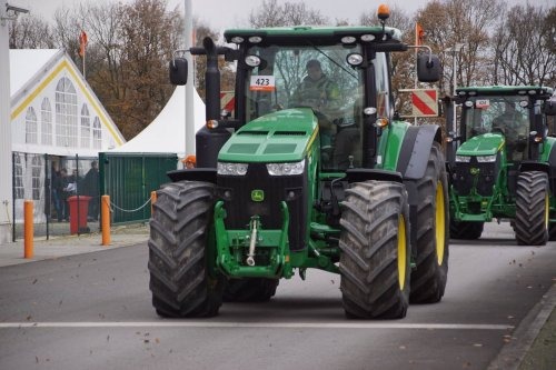 Foto van een John Deere 8000 Serie. Geplaatst door jans-eising op 24-12-2017 om 09:53:57, op TractorFan.nl - de nummer 1 tractor foto website.