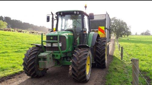 Gras rijden in New Zealand. Geplaatst door Guus7 op 11-01-2018 om 21:08:55, op TractorFan.nl - de nummer 1 tractor foto website.