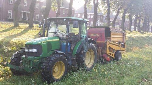 John Deere 5820 Tractor van jans-eising