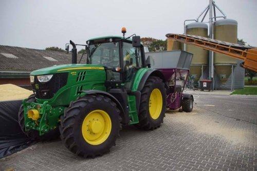 Foto van een John Deere 6155M. Geplaatst door jans-eising op 12-01-2018 om 18:25:32, op TractorFan.nl - de nummer 1 tractor foto website.