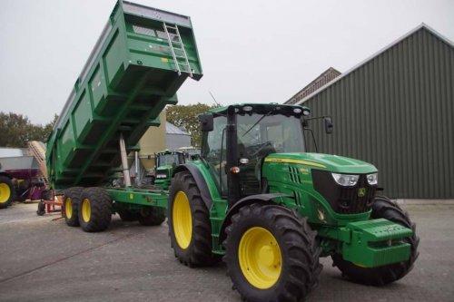 Foto van een John Deere 6150R. Geplaatst door jans-eising op 14-01-2018 om 11:18:42, op TractorFan.nl - de nummer 1 tractor foto website.