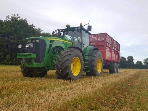 Foto van een John Deere 8230. Geplaatst door soren-christensen op 26-01-2018 om 10:47:30, op TractorFan.nl - de nummer 1 tractor foto website.