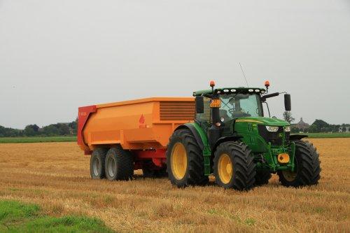 Foto van een John Deere 6155M. Geplaatst door alfredo op 05-02-2018 om 11:28:59, op TractorFan.nl - de nummer 1 tractor foto website.