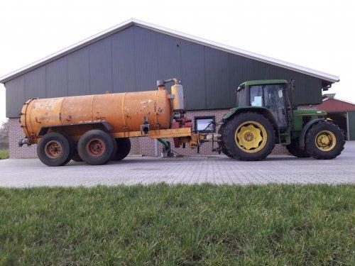 Foto van een John Deere 6300 met een Veenhuis tank. Geplaatst door Kleine loonwerker op 05-02-2018 om 19:35:42, op TractorFan.nl - de nummer 1 tractor foto website.