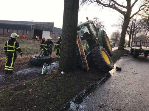 Begin januari knalt tractor tegen boom, bestuurder raakt hierbij gewond. Bron L1. Geplaatst door ster op 05-02-2018 om 20:42:32, met 6 reacties.
