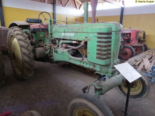 Foto van een John Deere B  ,foto's gemaakt bij een oldtimer vereniging in Zweden mei 2017. Geplaatst door oldtimergek op 14-02-2018 om 21:36:36, op TractorFan.nl - de nummer 1 tractor foto website.