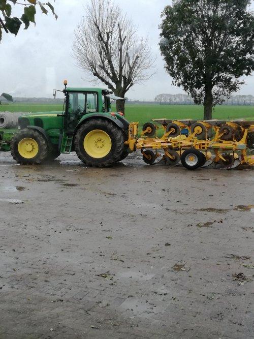 Foto van een John Deere 6520 foto voordat de trekker op transport ging. Geplaatst door Mb trac 1100 op 16-02-2018 om 22:38:04, op TractorFan.nl - de nummer 1 tractor foto website.