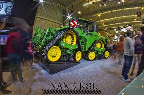 Foto van een John Deere 9620RX By Naxe KSL op de beurs FIMA 2018. van landbouwmachines, in Zaragoza, Spanje