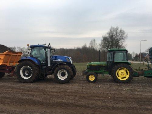 John Deere 2250 en New Holland T7070 zaterdagje dumperen. Geplaatst door hermanjohndeere op 04-03-2018 om 14:44:53, op TractorFan.nl - de nummer 1 tractor foto website.
