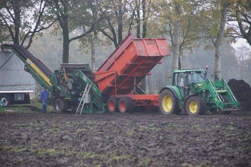 Foto van een John Deere 6230 Premium. Geplaatst door jans-eising op 13-03-2018 om 19:37:16, op TractorFan.nl - de nummer 1 tractor foto website.