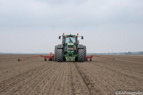Foto van een John Deere 6930. Geplaatst door EA_MF op 15-04-2018 om 20:40:53, op TractorFan.nl - de nummer 1 tractor foto website.