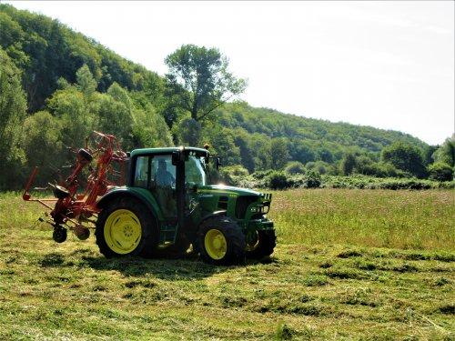 Foto van een John Deere 6330, afgelopen zomer in Frankrijk.. Geplaatst door erik9831 op 23-04-2018 om 10:31:52, op TractorFan.nl - de nummer 1 tractor foto website.