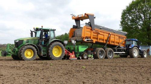 Loon - en grondwerken Moulaert uit Ranst aardappelen poten 2018 met hun splinter nieuwe John Deere 6230 R met Miedema planter , volledig Gps gestuurd . zie ook video : https://www.tractorfan.nl/movie/49773/