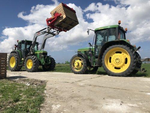Foto van een John Deere 6910 autopowr en 6400. Geplaatst door johndeere6910 op 11-05-2018 om 15:34:06, op TractorFan.nl - de nummer 1 tractor foto website.