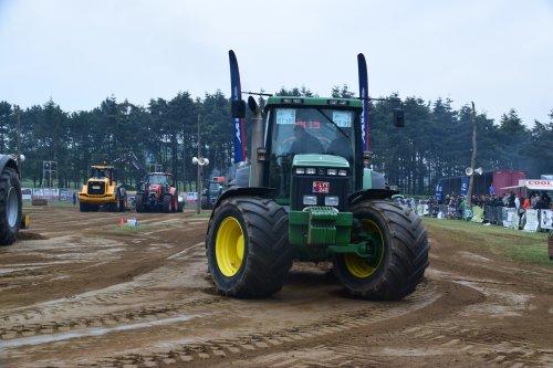 Foto van een John Deere 8200. Geplaatst door jd7920 op 17-05-2018 om 20:08:20, op TractorFan.nl - de nummer 1 tractor foto website.