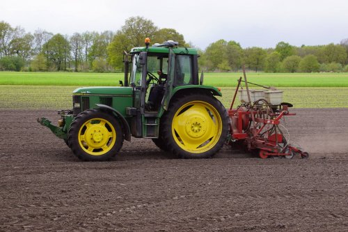 Foto van een John Deere 6300. Geplaatst door jans-eising op 20-05-2018 om 12:46:19, op TractorFan.nl - de nummer 1 tractor foto website.