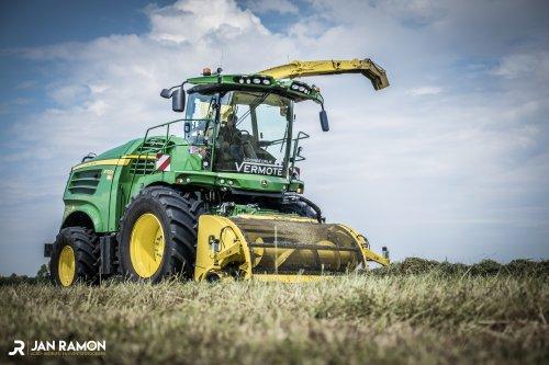 John Deere 8700i van gebr. Vermote. Geplaatst door Jan Ramon op 26-05-2018 om 16:39:18, op TractorFan.nl - de nummer 1 tractor foto website.