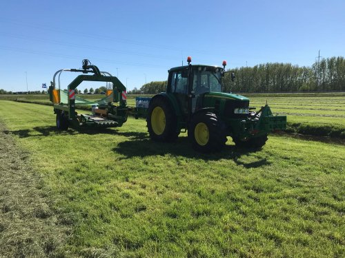 Foto van een John Deere 6330 Premium. Geplaatst door dobbe op 02-06-2018 om 17:16:25, op TractorFan.nl - de nummer 1 tractor foto website.