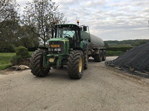 Kijk, daar heb je Loonbedrijf Houten (Eijsden) × met een John Deere 6920.. Geplaatst door 645tt op 03-06-2018 om 21:59:54, op TractorFan.nl - de nummer 1 tractor foto website.